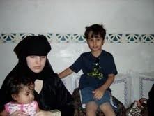 Nathalie avec 2 de ses enfants en 2009